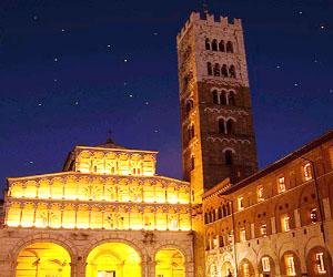 Bagno di folla a Lucca per la Festa di Santa Croce