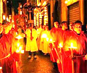 Successo della Processione di Santa Croce<br> 700 in corteo, 2000 spettatori presenti